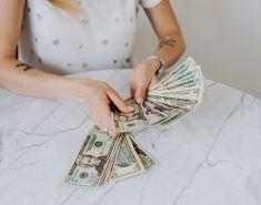 """Если каждый месяц покупать доллары на 1000 рублей, сколько можно """"заработать"""" за год"""