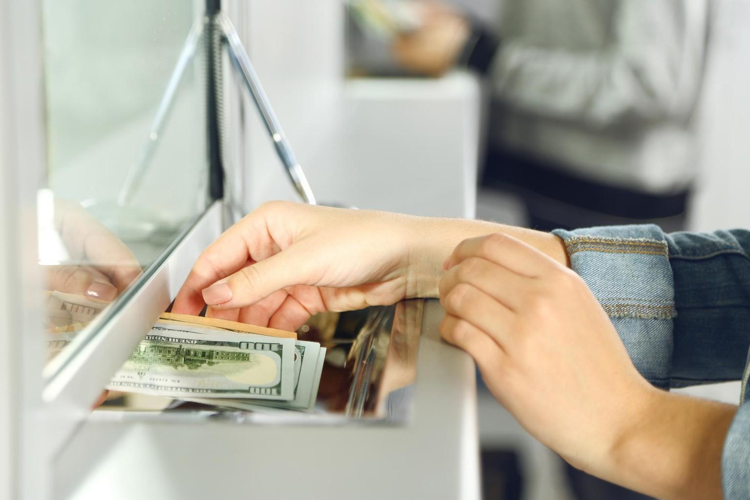 Вклады в банке уже не актуальны. А что делать, если вы уже поместили деньги в банк?